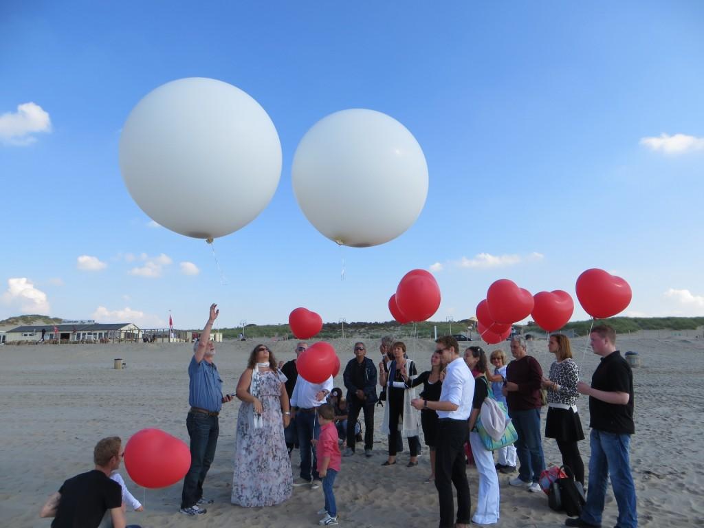 Asverstrooiing met een ballon